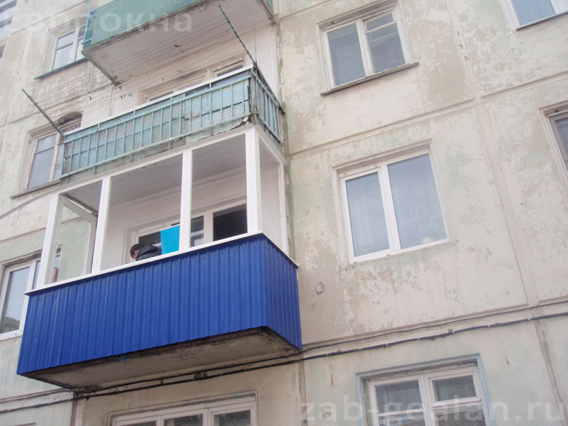 Отделка балкона профлистом.