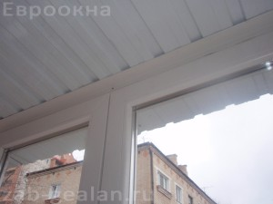 Остекление балкона профилем Gealan S3000 + крыша из профилированного листа